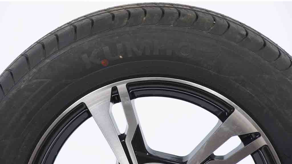 kumho ecowing es01 kh27 car tyre reviews choice. Black Bedroom Furniture Sets. Home Design Ideas