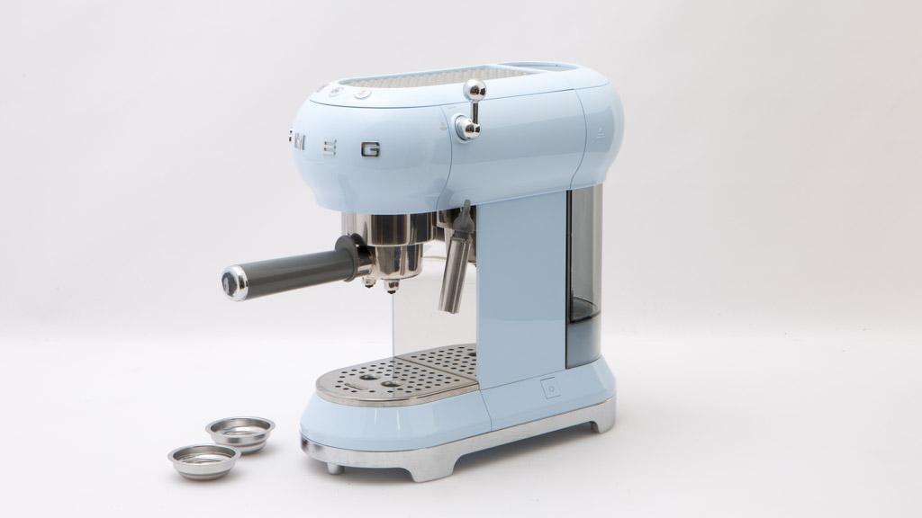 Smeg ECF01PBEU - Home espresso coffee machine reviews - CHOICE